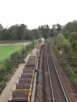 Bauzuge/52776/dieser-bauzug-befindet-kurz-vor-dem Dieser Bauzug befindet kurz vor dem Bahnhof von Übersee. Hier wurde das linke Gleis neu eingeschottert.